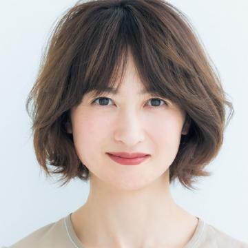 <おろし前髪スタイリング1>「センター分け」でカジュアルにイメチェン!