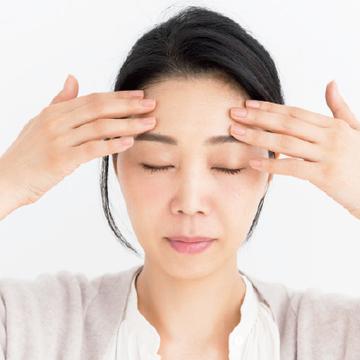 """<水井真理子の""""手ヂカラ""""美容テク③>気になる額のしわ…どうすればいい?"""