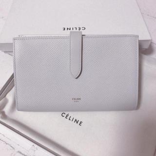 CELINEホワイト長財布が上品で可愛い