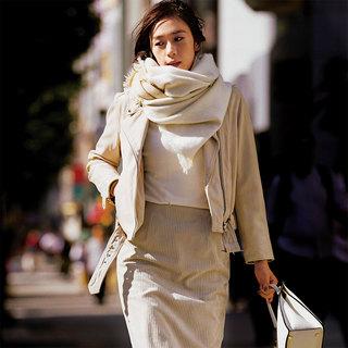 目ざしたいのは、さりげない女らしさ。スタイリスト村山佳世子の「白から始めるミルキー配色」
