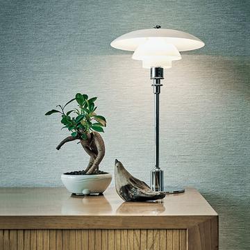 【グリーンを洗練させるアイデア】家具が引き立つ「小さいグリーン」の飾り方