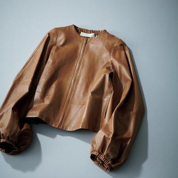 4. 人気の袖コンシャスをレザージャケットで堪能