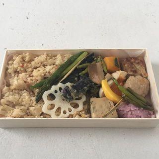 今日の撮影ランチは「サノ松」のお弁当