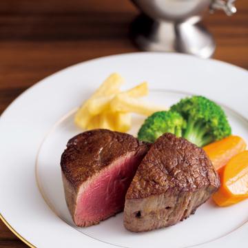 1.炭の直火で炙(あぶ)る神戸牛。 創業以来の味を堪能 レストラン みやす