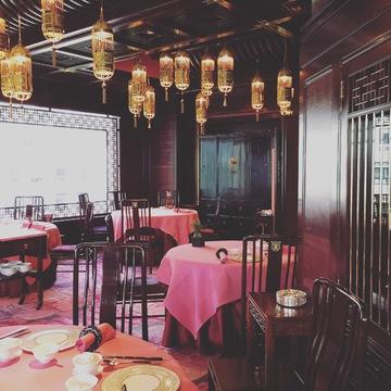 老舗ホテルと話題のブティックホテルにステイ、 唯一無二のメトロポリタン、香港を満喫!