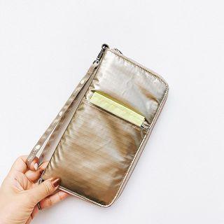 これから旅行の予定があるなら。「ひとりっぷ×レスポートサック」のコラボバッグ&マルチケースが使える!
