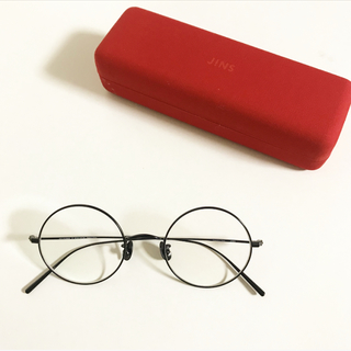 久しぶりに眼鏡を更新。新調したのは正統派だけどモード感ありな「丸メガネ」