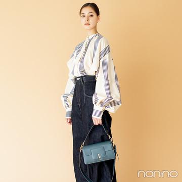 新木優子はひとひねりブラウスで、秋スタイルをアップデート!【毎日コーデ】