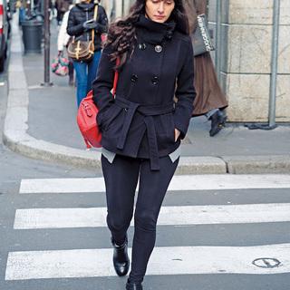 「赤のさし色」で着こなしブラッシュアップ【ファッションSNAP ミラノ・パリ・NY編】