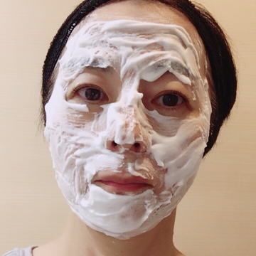 早速、GEリッチスチームマスクを試してみました♡塗ってから3分待つのが決め手です!その後は、手のひらでしっかり肌に浸透させます♪
