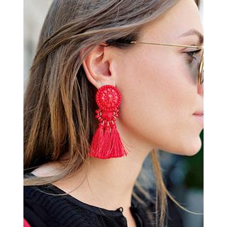 シンプルスタイルは「どこかに赤」がお約束【ファッションSNAP ミラノ・パリ編】