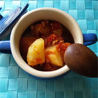 トマト缶で、野菜たっぷり♪ヘルシー洋風肉じゃがレシピ