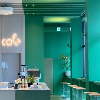 カラーコンセプトのtoggle hotel内にあるポップなカフェtoggle hotel cafe/bar