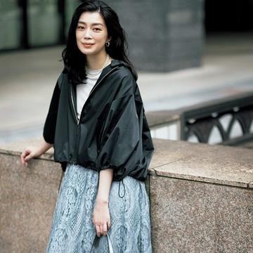 【季節の変わり目はショートアウターを】女らしいロングスカートでカジュアルときれいめを足し引き