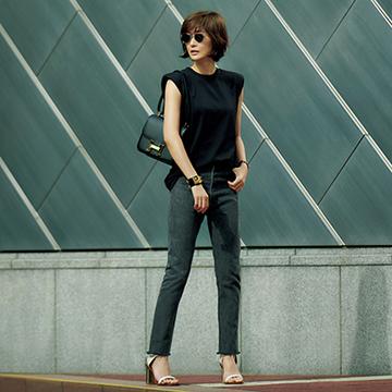 肩パッド入りTシャツで着こなしを更新! オールブラックスタイル【富岡佳子、夏の私服スタイル】