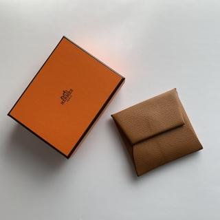 いつもバッグに潜ませる一生モノの小物入れ エルメスのコインケース