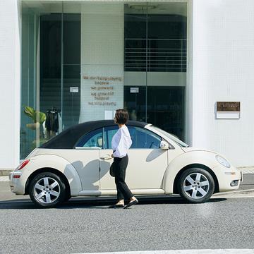 車選びは見た目重視!「ニュービートル」で買い物や温泉へ【おしゃれなあの人の愛車】