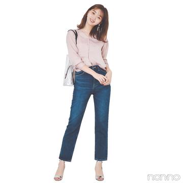 デニムコーデはくすみピンクのとろみシャツで華やぎも可愛げもオン!【毎日コーデ】