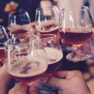 会社の飲み会には参加するべき?それとも、勘弁して?