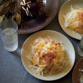 日本酒は実はチーズと合うんです!コンテたっぷりのオニオンスライスレシピ【平野由希子のおつまみレシピ #28】