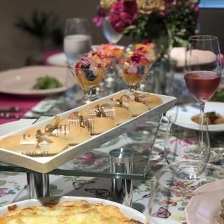 春はピンクのテーブルコーディネートでお料理を楽しく