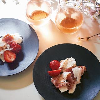 桜の季節、到来!ロゼワインに合ういちごのおつまみ【平野由希子のおつまみレシピ #46】