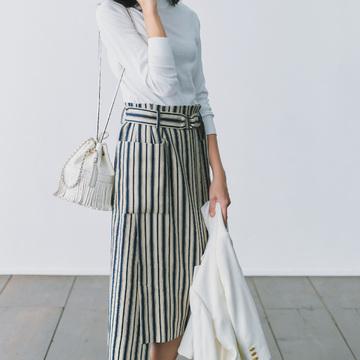 2. タイトスカートがハンサムに進化。 Iラインでほっそりスマートに