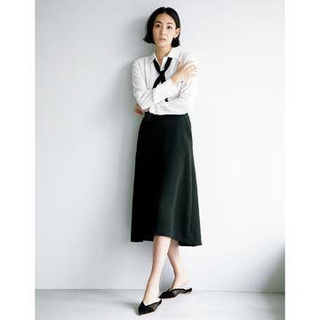 美シルエットがきわだつ「L'UNE」の技ありフレアスカート