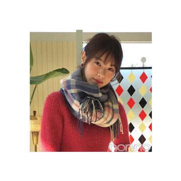 西野七瀬は濃い色スキニーをピンクニットで甘めにシフト【毎日コーデ】