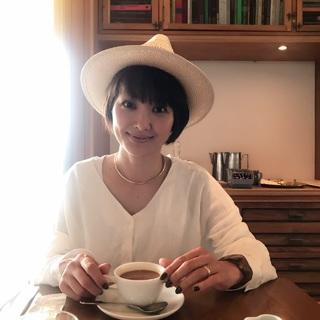 休日は、『ゆるっと』な白コーデで世界一の朝食をいただきに♡