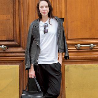 ゆるテーパードパンツで着こなしのこなれ度アップ【ファッションSNAP ミラノ・パリ編】
