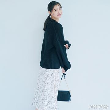新川優愛はざっくりニットに揺れるスカートで秋一番の可愛げスタイル【毎日コーデ】
