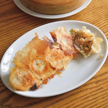 酸っぱさがぐっときて、いくらでも食べられるレモン餃子がおすすめ 新橋 玲玲家園菜