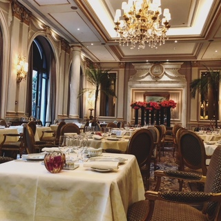 パリでとっておきの朝食をいただけるのはこちら。