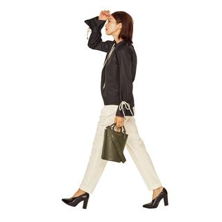 ■シューティ×ゴムパン 甲の鋭角な開きが女っぷりアップと細脚見えに効く