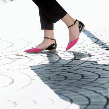 アピール力が光る、ノンヒールなのにおしゃれな靴 五選
