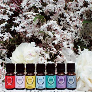 傷つき(つけ?)やすいアナタへ。心をケアする7つの香りが誕生。「ディヴァイン ビューティ キャプティベイト・パフューム」