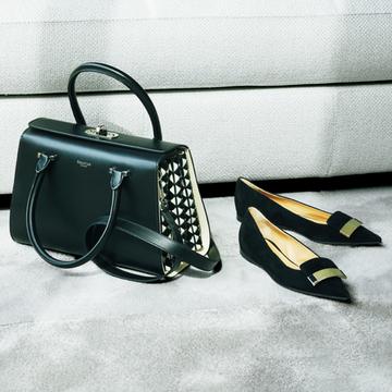 ハンドバッグ×フラットシューズでモードな雰囲気に【黒の靴&バッグ】