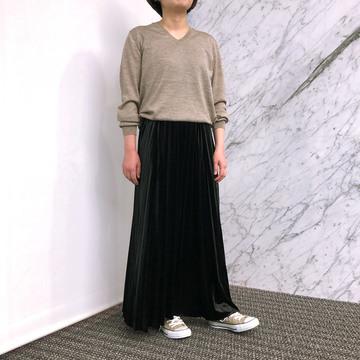 【50代からの一生ものニット】村山佳世子×SLOANE Vネックニットを「上品カジュアル」に着こなす