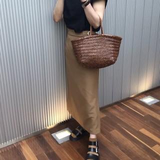 タイトスカートにDr.Martensの定番レザーサンダルを靴下合わせ☆