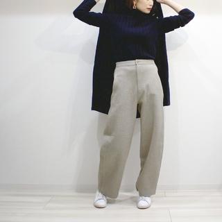 UNIQLOのワイドパンツで40代の美脚足長スタイル