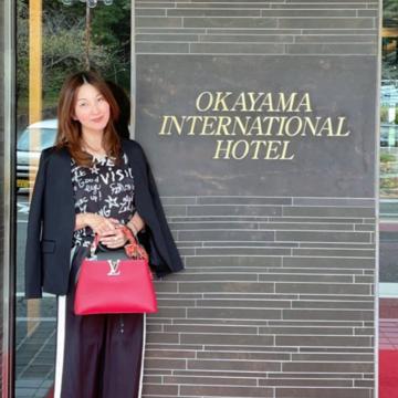 黒ジャケットにイージー艶ラインパンツで岡山国際ホテルランチへ行って来ました(^^♪
