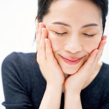 潤いをめぐらせて肌の鮮度と明るさをアップ<松本千登世流・透明感のある肌の育て方>