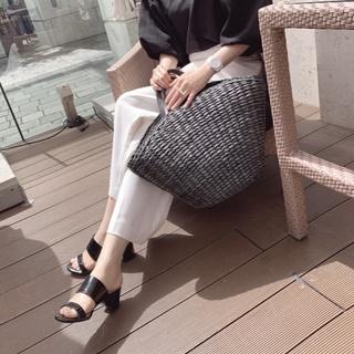 GUミュールで♡初夏のモノトーンワンマイルコーデ。かごバッグとミュールで季節感を取り入れて
