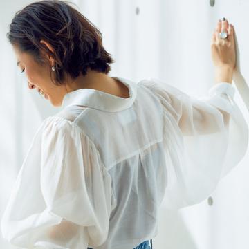 透け感のある進化系白シャツで女性らしさを【スタイリスト大草直子の「おしゃれ塾」】