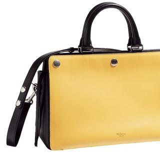 マルベリーのイットバッグで、着こなしを格上げ!