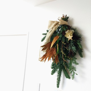 12月!我が家のクリスマスはスワッグから。