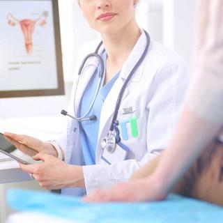 アラフォー世代の婦人科検診の受診率は? 婦人科にまつわる不安や悩みは?