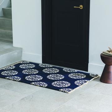 【美しい絨毯】家の玄関をランクアップする「上質な柄となめらかな足ざわりの絨毯」