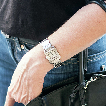 時計はシルバー、ジュエリーはゴールドがマダム流!【パリ&ミラノの夏マダムスナップ】